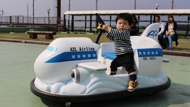 《子連れ飛行機旅へ行こう♪》耳抜き、オムツ、オモチャ…、子どもとの飛行機旅行で気になるアレコレ