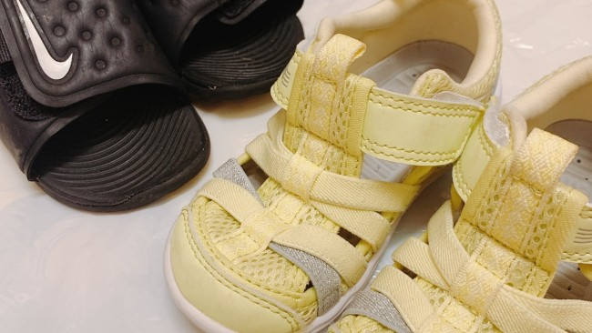 《夏のおでかけや水遊びに》どんな靴履いているの? 子どもサンダルはこのタイプがおすすめ♪