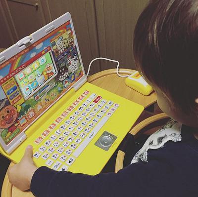 こちらは去年息子にプレゼントした、PC型の知育玩具!