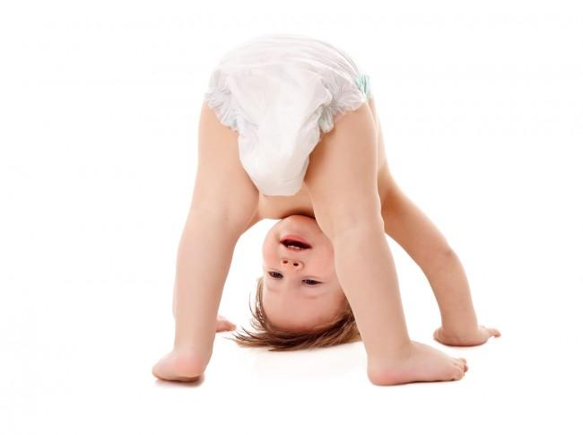 お肌の弱い赤ちゃんにつきまとう、おむつかぶれ問題…。いろいろなメーカーのおむつを比較して、使い心地を検証中です!