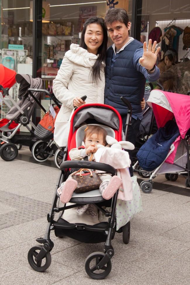 パパWさん、ママCさん、ベビーAちゃん(13ヶ月)