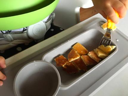 こちらはプレーンですが、小松菜やブロッコリーなどをめちゃめちゃ細かく刻んで混ぜ込んで焼くこともあります(そのままだと食べない野菜たちを食べさせる!)