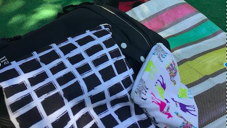 《買ってよかった夏アイテム!》雨の日や水辺のレジャーのお供に♪  カラバリ豊富な防水バッグが大活躍!