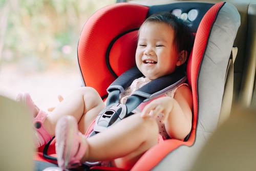 まずはチャイルドシート選び。年齢や座りごこち、安全性など、たくさんの条件があります
