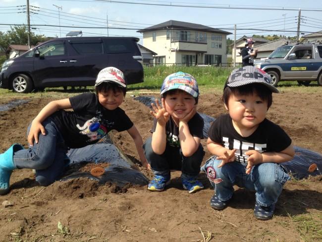 """我が家の3兄弟も、遊びの延長で楽しく""""農業""""しています"""