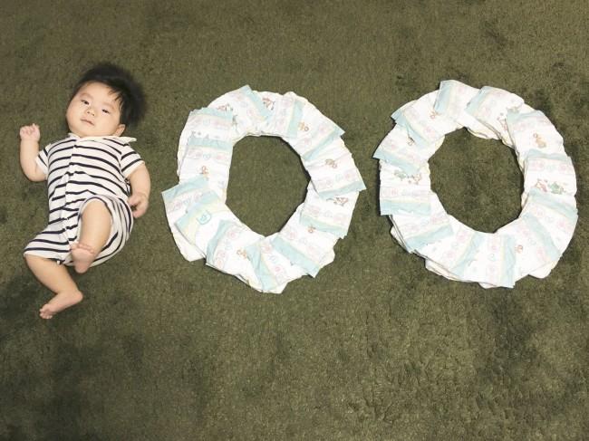こんな写真を撮ったり♪ 100日は、我が子の成長を祝う節目の1日です