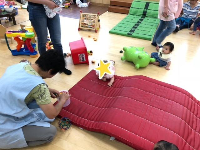 新しいおもちゃや、同世代のお友達に興味津々の娘