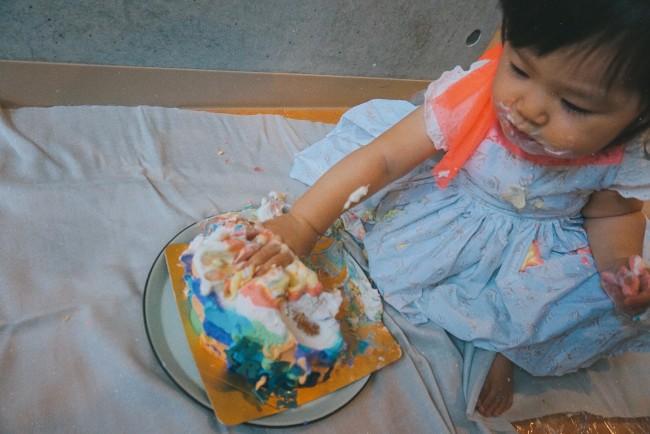 カラフルなケーキは壊れてもフォトジェニック!