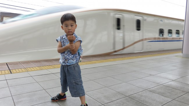 《子連れで電車に乗ろう!》開業1年の北陸新幹線でおでかけ♪ 快適の車内をご紹介