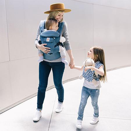 新生児からインサートなしで使用可能なモデル・adaptでは、オックスフォードブルーが人気