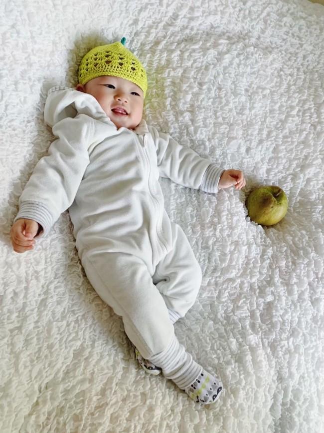 クロシェット帽は、フルーツモチーフ! 髪の毛が少なくって頭が寒そうに見える新生児期からぴったり