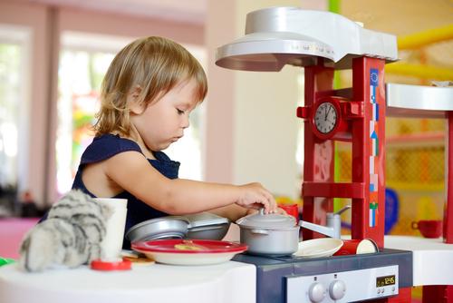 おままごと好きな子に欠かせないキッチントイ。いろいろな種類のなかから我が家が選んだアイテムをご紹介します