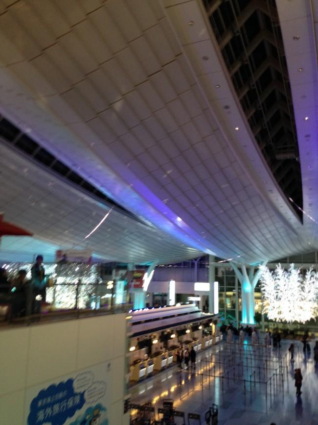 空港のなか、どこからみても雰囲気があります。ターミナル内なので、天気を気にせずおでかけできますね!