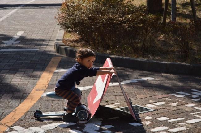 人が少なく、子どものスクーター走行がオーケーな公園を探しましょう