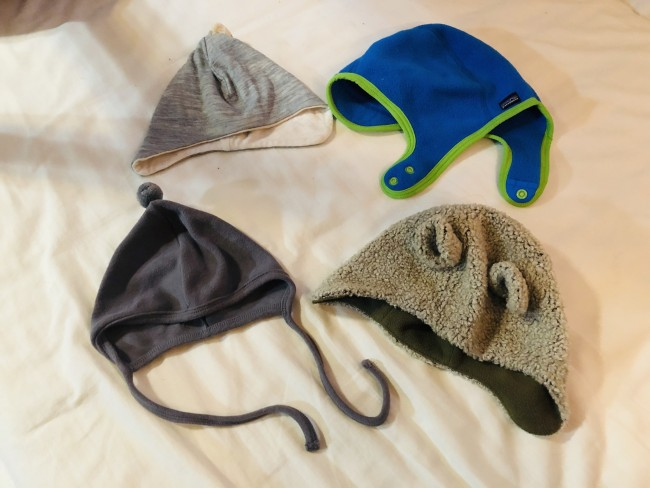この冬の三男の帽子セット。薄いものからフリース・ボア素材のものまで。頭や耳が冷えがちなので帽子はかぶせたいところ