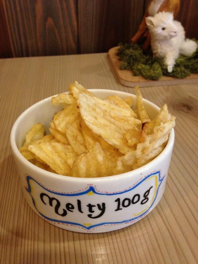 北海道ならではのポテトチップス! パフェのあとにつまむと最高!