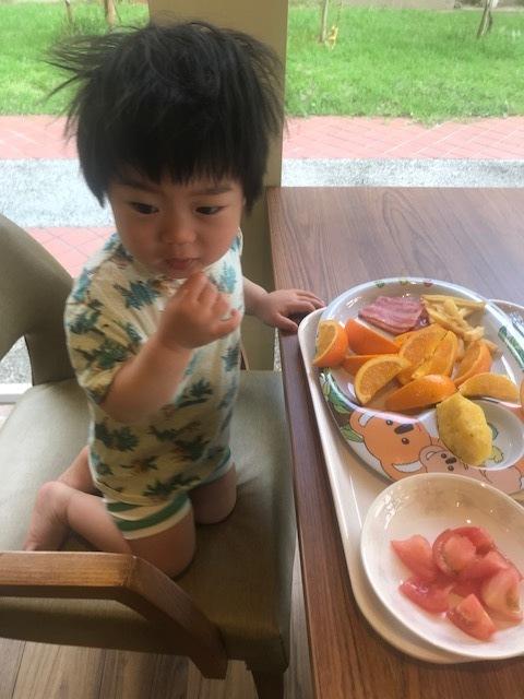 オレンジさえあれば大人しくしていてくれることがこの旅で判明しました。笑