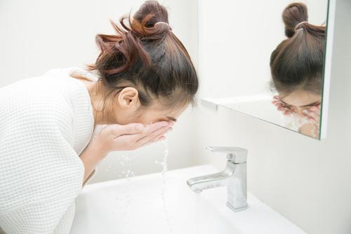 クレンジングは、化粧の基本。しっかり専用のもので汚れをとって1日を終えましょう!