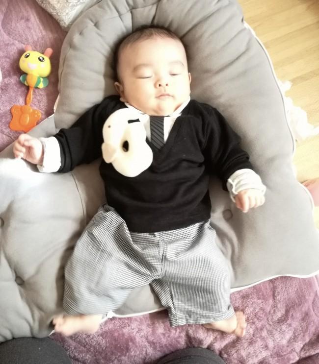 息子に着せたのは、かぶりのお洋服。ロンパースなどにすれば着せやすかったです