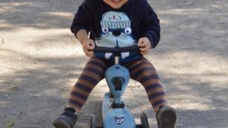 《乗り物デビューはハイウェイキックで!》春のおでかけのおともに♪ 2歳息子が大喜びの2wayスクーター!