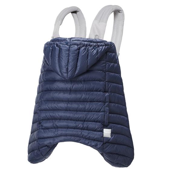 防寒だけでなく、雨の日も使えるレインカバー付き