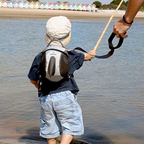 ハーネスは、子どもの安全を守るための手綱。ハーネスがついている子ども用リュックが一般的です