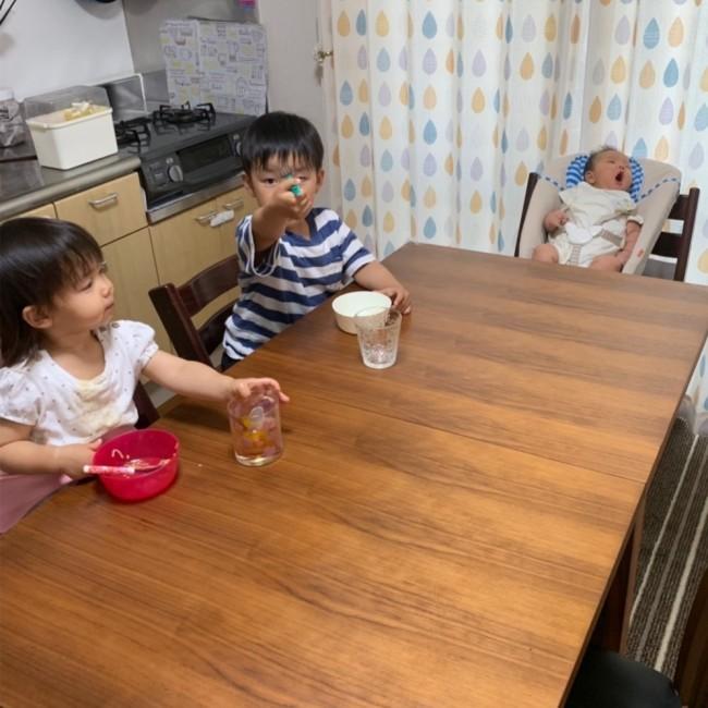 生後2ヶ月の赤ちゃんがいる我が家。まだまだ小さな兄姉との生活で使っているベビーアイテムを紹介します!