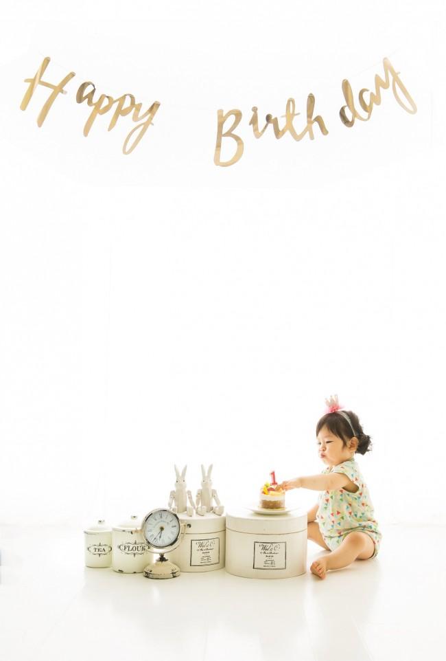 1歳記念の撮影は、別日に写真スタジオで♡ 今回は、おうちでお祝いした日の様子をレポートします!