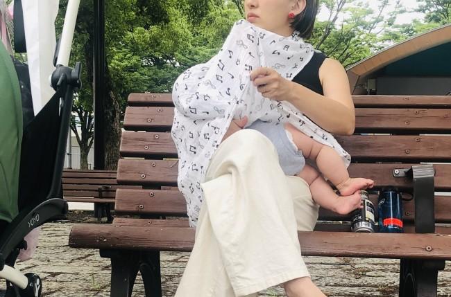 授乳ケープとして使っています♪ 通気性もよく、透けないので大活躍!