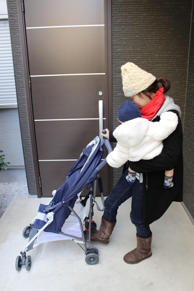息子を抱っこしたまま…