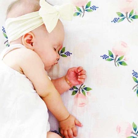 髪の少ない新生児期でも顔まわりの華やぎに一役買ってくれるアイテム