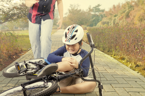 ヘルメットを被っていないと、事故時の死亡リスクが3倍になるというデータも