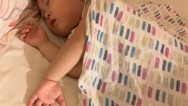 《夏のおねんね必需品》パジャマ、布団、シーツ…どうしてる? ママも助かる夏の睡眠3アイテム