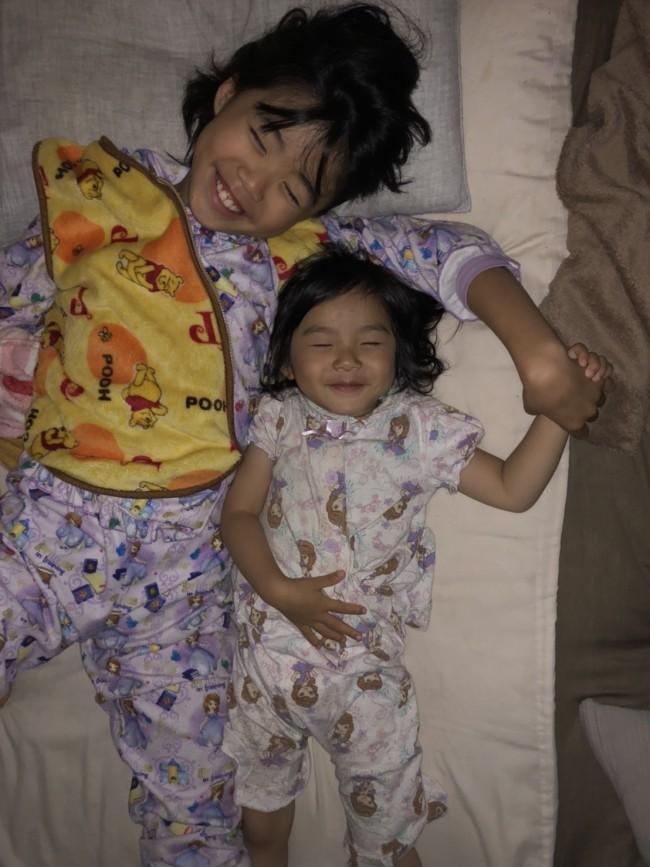 寝ずにゴロゴロとしている時間だって、子どもにとったら楽しいもの!
