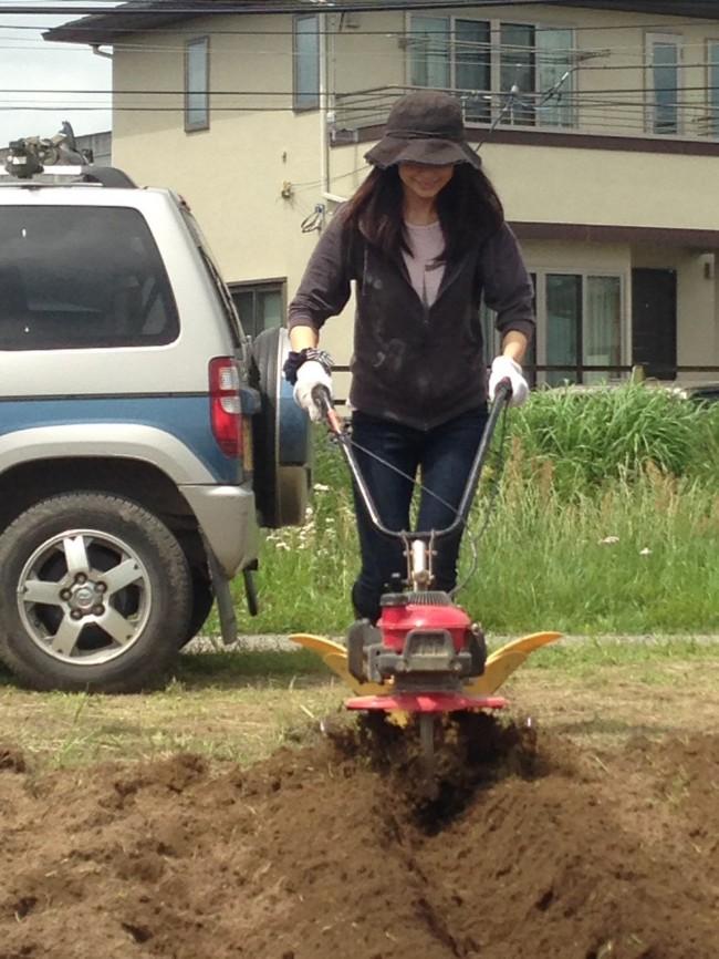 ママも畝立て機やってみましたが、重労働! 良い運動になりました