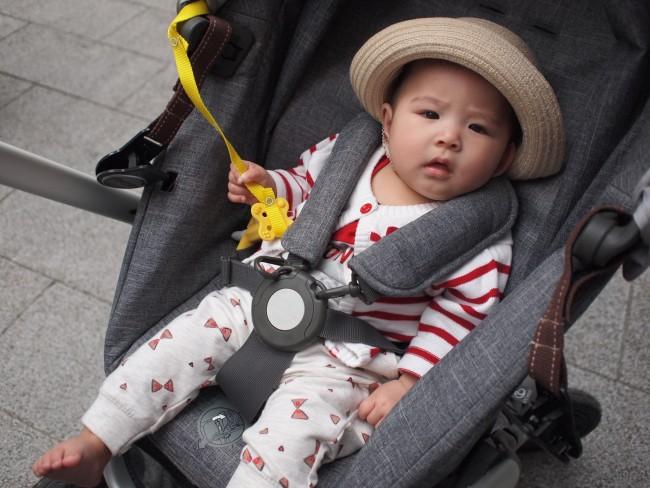 遥香ちゃん(6ヶ月)。ママ&パパとの距離が近くって安心♡