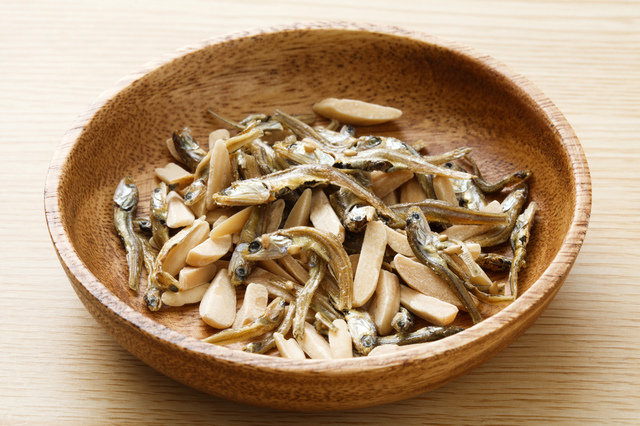 ぽりぽり食べられて、カルシウムも豊富。歯が生えそろう2歳ころから食べています