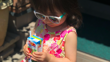 《目の紫外線対策》子どもにこそかけさせたい、本格派サングラス・ロシャンボーベイビーって?