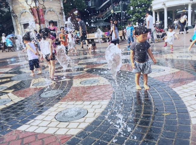 夏は水遊びが最高♡ 水で遊べるエリアがあるので、着替えは多めに!