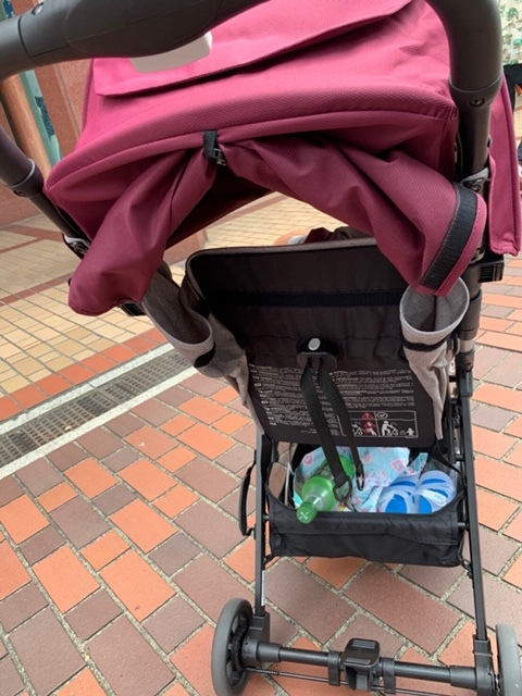 バケットは普通の容量。荷物の多い赤ちゃん時期はすぎたので、我が家はこれで十分
