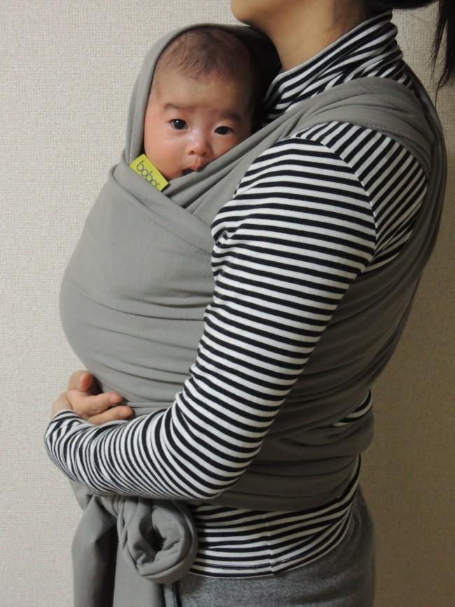 ラップという名のとおり、赤ちゃんを抱っこして体に布を巻きつけるボバラップ。ピタッと密着できて、子どもも安心です