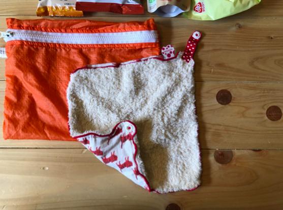 スタイ兼タオルとして使える万能アイテム。友人にいただいたものを大切に使っています