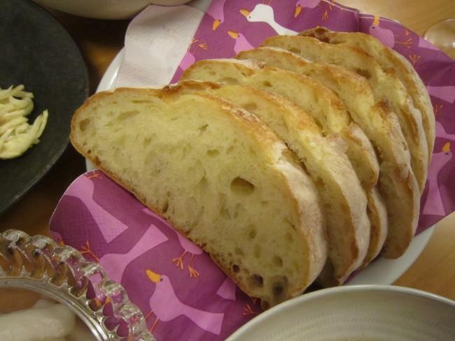 フランスパンのお店なので、王道のリュスティックは外せません!