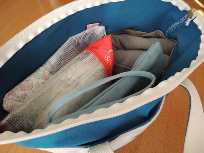 また、ママの荷物はどうしても多くなってしまいますが、ボバラップは持ち運びが便利。鞄にもきれいに収まりますし、収納袋も付属しています