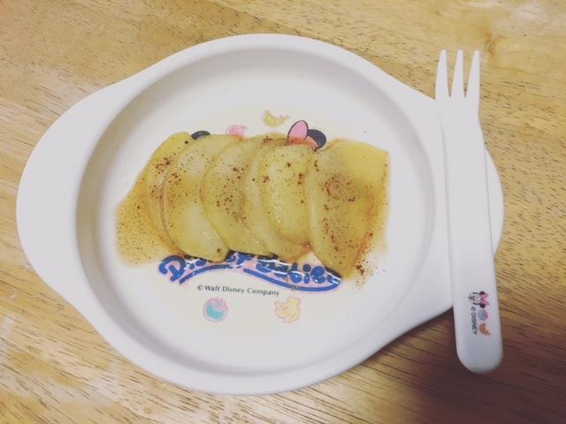 余ったりんごで、焼きシナモンりんごのデザート。メラミンは、気軽に使えます