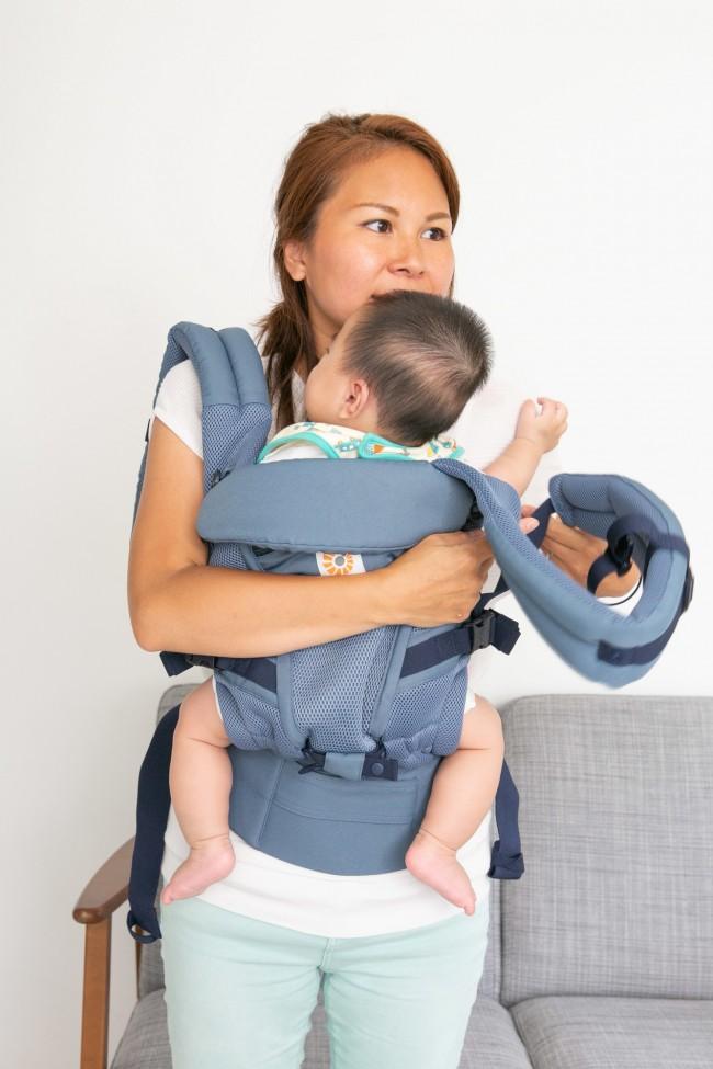 子どもを抱えたら、両肩を通します