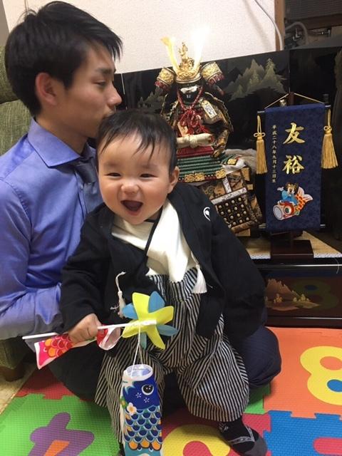 初節句は、8ヶ月のとき。袴を着ると、もうすっかりお兄さんの顔!