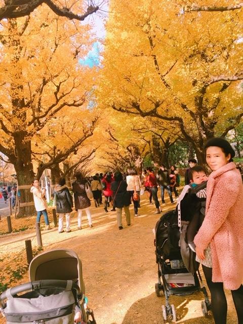 0歳のときにお散歩に。子連れでも歩きやすく、ベビーカーを押しているママもたくさんいました