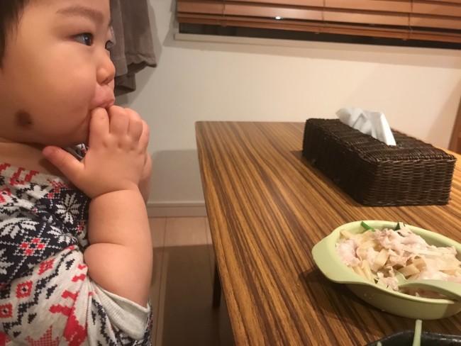赤ちゃんはミルク汚れや食べこぼしから、すぐに口の周りが荒れてしまいます