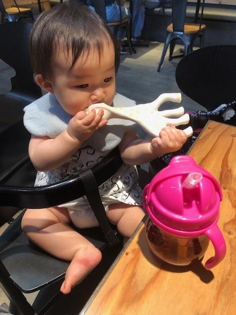 赤ちゃんの口でも吸い付きやすい工夫のある、ストローマグ